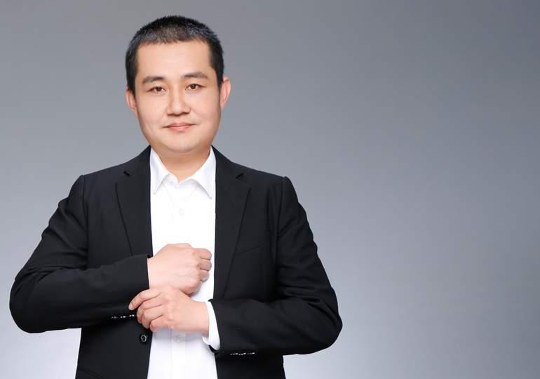 客户化开发中心经理  王东